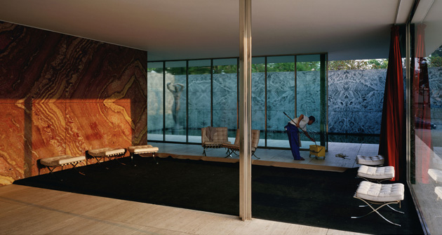 Jeff Wall | Morning Cleaning, Mies van der Rohe Foundation, Barcelona 1999 Transparency in light box 187 x 351 cm
